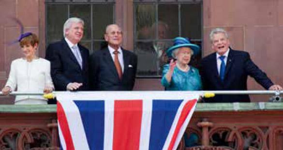 Bild - Prinz Philip (Mitte) beim Besuch der Königin von England, Queen Elizabeth II., 2015 in Frankfurt. (Foto: Oeser)